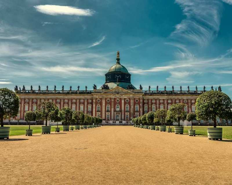 Majestätischer Besuchermagnet: Das 1769 fertiggestellte Neue Palais liegt im Park Sanssouci und gilt als letzte bedeutende Schlossanlage des Barocks in Preussen.