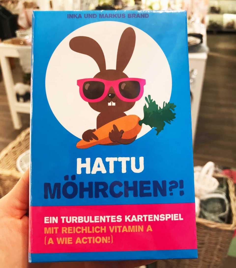 """Ostern mit der ganzen Familie bedeutet Spiel und Spaß! Haben Sie das Kartenspiel """"Hattu Möhrchen?!"""" bei DEPOT schon entdeckt?"""