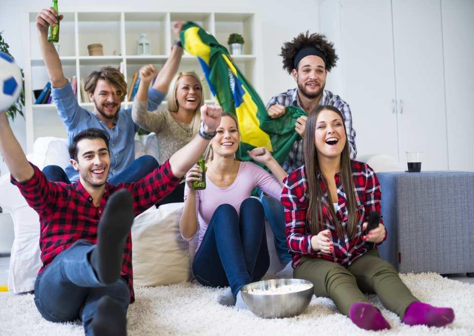 WM gucken mit Freunden – für viele in diesem Sommer ein absolutes Pflichtprogramm