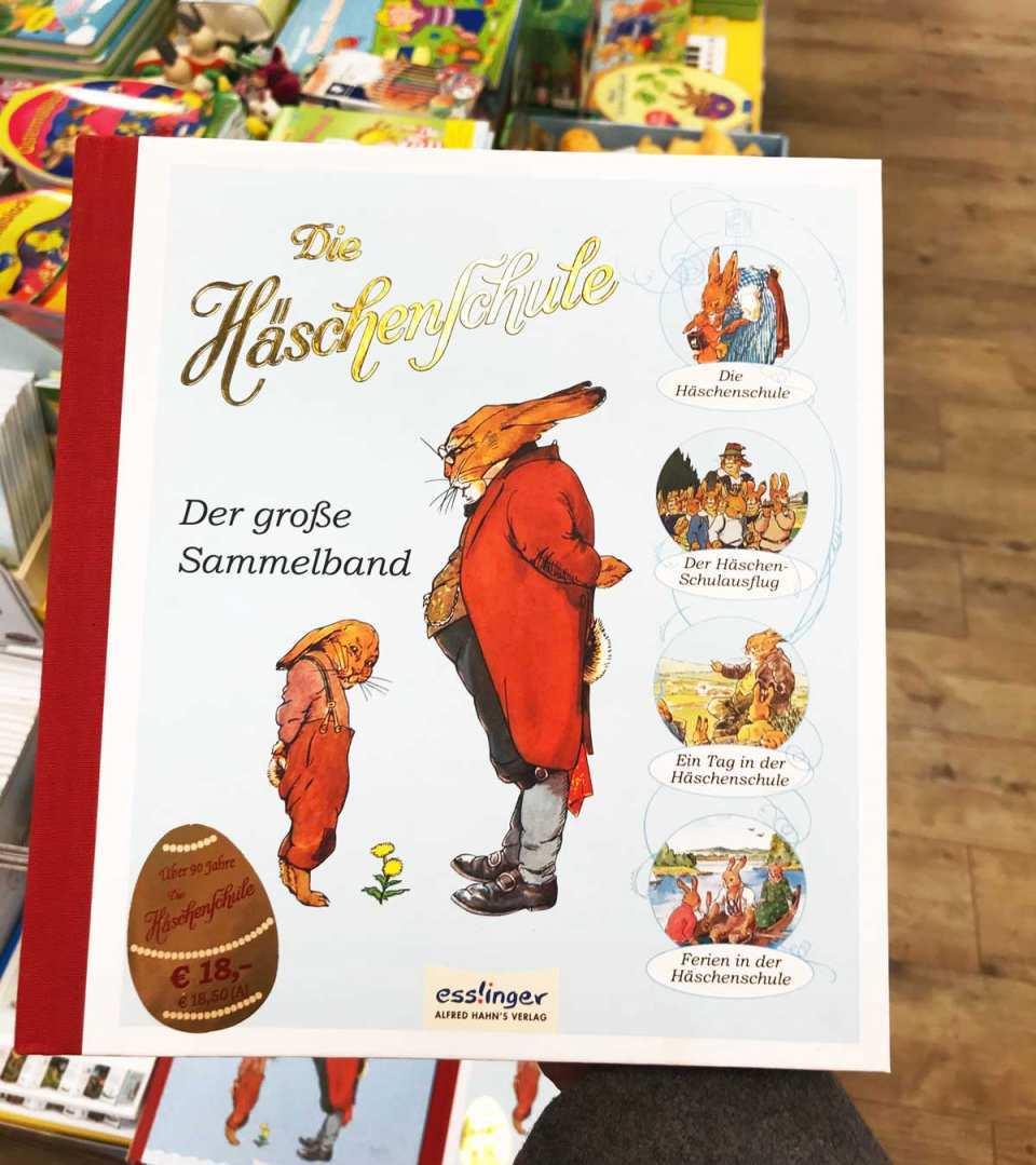 """Ein Kinderklassiker: Bei P&B finden Sie """"Die Häschenschule"""" von Albert Sixtus und Fritz Koch-Gotha als Sammelband."""