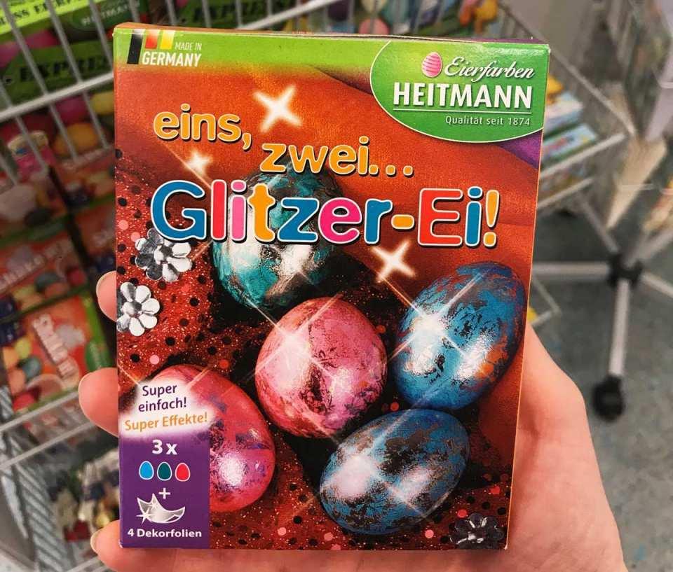 Das traditionelle Eierfärben wird dieses Jahr, dank dem Glitzer-Ei-Set von dm-drogerie markt, besonders schillernd!