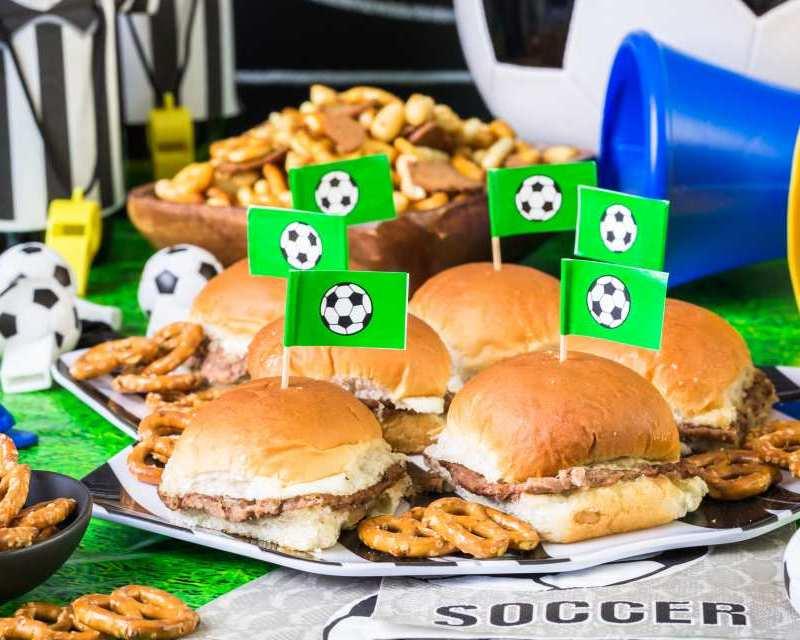 Leckere Snack-Ideen, mit denen du passend zu den Spielen in der Gruppenphase das perfekte Buffet zauberst.