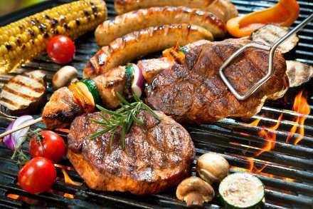 Ob Gemüse oder saftiges Steak – beim Grillen kommt jeder auf seinen Geschmack